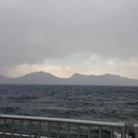 Bizden sonra Crater Gölü'nün üzeri tamamen kara bulutlarla kaplanıyor.