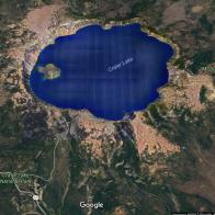 Amerika'nın batı yakasında California'nın kuzeyden komşusu olan bulunan Oregon eyaleti yeşilliği ve ormanları ile biliniyor. Özellikle Krater Gölü çevresi dağcılık ve kamp yapanlarla, doğal hayat ve yabani hayvanları gözlemlemek için birebir.
